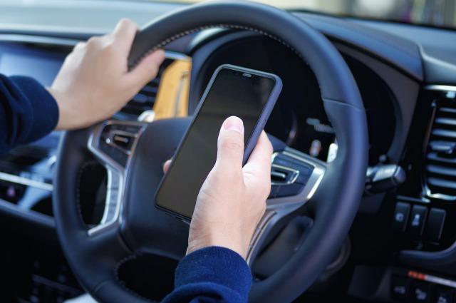 携帯電話などの「ながら運転」が厳罰化